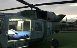 Bỏ ruộng rau, nông dân Anh chi tiền mua lại trực thăng chiến đấu rồi biến nó thành căn hộ Airbnb với giá 1 triệu/đêm