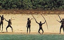 Lai lịch của bộ tộc đồ đá hiếu chiến, sẵn sàng điều trai bản giương tên bắn người lạ trong nhiều thế kỷ qua