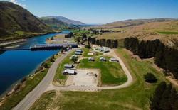 Bạn có thể mua lại cả ngôi làng ở New Zealand với giá 41,8 tỷ để đưa tất cả anh em đến ở cùng cho vui