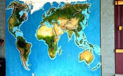 """Anh chàng này đã tự làm bản đồ thế giới 3D trên tường """"chất như nước cất"""" như thế nào?"""