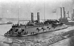 Tàu chiến Mỹ đầu tiên bị đánh đắm bởi một chiếc bình thủy tinh 19 lít