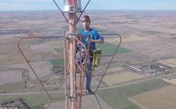 Mỗi 1/2 niên, anh chàng này lại trèo lên tòa tháp cao 457m để thay bóng đèn và kiếm được nửa tỷ