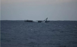 Tên lửa Falcon 9 của SpaceX bất ngờ sống sót nguyên vẹn sau khi lao thẳng xuống Đại Tây Dương