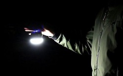Không phải mang theo sạc dự phòng, dân phượt chỉ cần bỏ túi đèn pin mini này là đã đủ dùng lúc nguy cấp