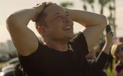 """[Video] Cùng xem lại cảnh Elon Musk """"mếu máo"""" khi tên lửa mạnh nhất thế giới của SpaceX được phóng thành công"""