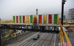 Trung Quốc: Dựng nhà vệ sinh công cộng trên cầu đi bộ, giúp du khách đáp lại tiếng gọi thiên nhiên trong mùa lễ hội