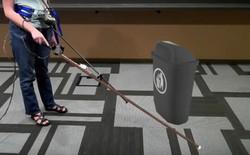 Microsoft phát triển cây gậy dò đường thực tế ảo cực độc đáo dành riêng cho những người khiếm thị