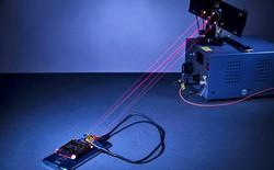Đây là công nghệ sạc điện thoại từ xa bằng tia laser