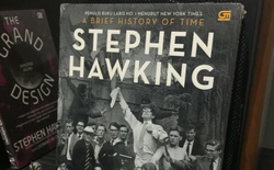 Những cuốn sách hay nhất của nhà vật lý thiên tài Stephen Hawking