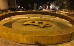 Sàn Bitstamp xây dựng tượng đài bitcoin đầu tiên trên thế giới