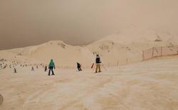 Tuyết màu cam khiến nhiều vùng núi ở Đông Âu trông không khác gì sao Hỏa