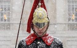 Hình ảnh bão tuyết Emma quần thảo dữ dội khiến nước Anh tê liệt