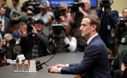 Đứng trước ống kính, Mark Zuckerberg làm mọi cách để tránh gây chú ý, và lí do của anh cũng thật là chính đáng