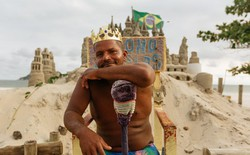 """Xây lâu đài cát để làm nơi ở, người đàn ông tự xưng là """"nhà vua"""" tránh được tiền thuê nhà suốt 22 năm"""