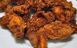 """Đột nhiên bị đói khi đang """"hành nghề"""", tên trộm dùng luôn bếp của gia chủ để rán gà và xúc xích"""