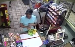 Video từ cảnh sát Mỹ: Kẻ xấu chỉ mất 3 giây để cài đặt thiết bị ăn cắp thông tin thẻ ngân hàng