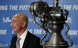 """Jeff Bezos chỉ ra kế hoạch thuộc địa hoá mặt trăng, và quả quyết rằng """"Chúng ta sẽ phải rời bỏ hành tinh này thôi"""""""