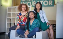 Ba cô gái da màu, vào tới vòng chung kết khoa học do NASA tổ chức thì bị forum 4chan cố tình hãm hại, đã nhận được 4.000 USD ủng hộ từ thành phố