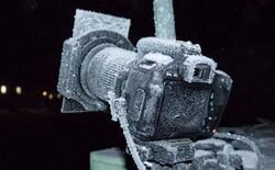 Nhiếp ảnh gia chia sẻ cách dùng camera ở nơi lạnh nhất hành tinh, làm sao để chụp hình khi mọi thứ đều đóng băng?