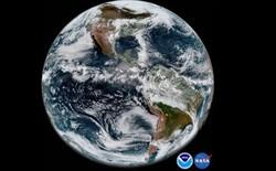Đang gặp sự cố phần cứng nhưng vệ tinh thời tiết cao cấp nhất của Mỹ vẫn có thể chụp lại hình ảnh Trái Đất đẹp đến ngỡ ngàng