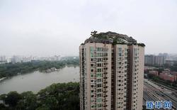 Trung Quốc: Xây hồ bơi trái phép trên nóc chung cư để tập luyện giữ dáng