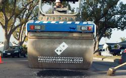 Quảng cáo thông minh: Domino's ngỏ ý lấp ổ gà quanh nhà thực khách để đảm bảo an toàn cho pizza khi vận chuyển