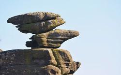 Tác phẩm điêu khắc tự nhiên 320 triệu năm tuổi tại Anh vừa bị 5 thanh niên phá hủy... cho vui