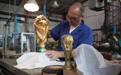 Cận cảnh quá trình chế tác chiếc cup vàng danh giá cho World Cup