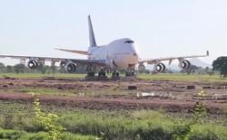 Thái Lan: Dân làng thức dậy và phát hoảng khi thấy máy bay Boeing 747 đỗ ở giữa cánh đồng