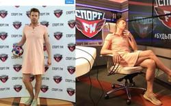 Nga vào tứ kết World Cup 2018, anh phát thanh viên giữ đúng lời hứa mặc váy đi làm