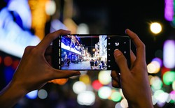 Với Galaxy S9+, tôi đã có những chuyến rong chơi đêm Sài Gòn chất như thế