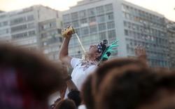 [World Cup 2018] Cách xem bóng đá siêu dị của CĐV Bỉ: Uống cạn bia mỗi lần Neymar ngã
