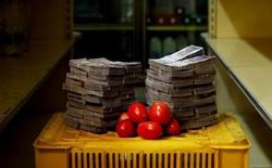 Siêu lạm phát đến khó tin ở Venezuela: Nhu yếu phẩm có giá lên tới 7 - 8 chữ số, đi chợ phải đựng tiền vào bao tải