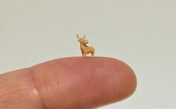 Nghệ sĩ Nhật Bản tạo ra những tác phẩm điêu khắc to bằng 2 hạt vừng, phải lấy kính lúp soi mới nhìn rõ