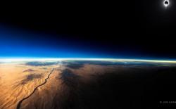 Bức ảnh nhật thực toàn phần này được chụp từ một chiếc máy bay thương mại ở độ cao 12.000m