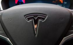 Đang yên đang lành, tại sao Elon Musk muốn Tesla trở thành công ty tư nhân?