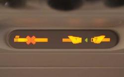 Tại sao khi đi máy bay, đai an toàn lại đeo ở đùi chứ không phải ở vai như khi đi ô tô?