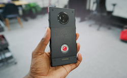 Video trên tay chiếc smartphone Hydrogen One phiên bản gần hoàn chỉnh của Red
