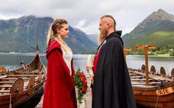 Cặp đôi Na Uy tổ chức đám cưới với thuyền chiến và cắt máu ăn thề theo đúng chuẩn Viking