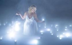 Buổi chụp hình 'ảo diệu' sử dụng tới 100 đèn LED siêu nhỏ