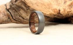 Nhìn tầm thường nhưng chiếc nhẫn này làm từ chiếc máy bay từng tung hoành trên trời cao