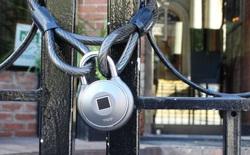 Chuyên gia bảo mật cảnh báo: ổ khóa thông minh tích hợp đầu đọc vân tay giá 2,3 triệu VND nhưng bị hack dễ dàng chỉ trong 10 giây đồng hồ