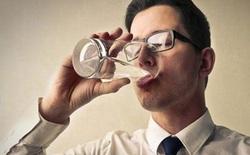 """Uống nước vừa đủ thôi, đừng biến mình thành những người """"cuồng"""" uống nước"""