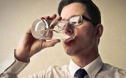 Thực hư nghịch lý mùa hè uống nước nóng còn mát hơn nước lạnh