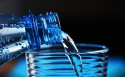 Câu hỏi một ngày uống bao nhiêu nước thì đủ lại có câu trả lời sẽ khiến bạn ngạc nhiên