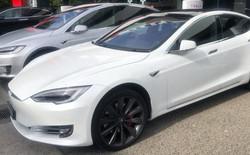 Chồng siêu mẫu Ngọc Thạch tậu Tesla Model S tăng tốc từ 0 – 100 km trong 2,7 giây