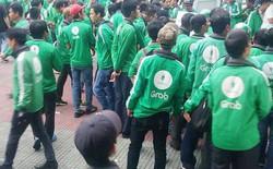 Hàng trăm tài xế GrabBike ở Sài Gòn tắt ứng dụng, kéo đến trụ sở công ty để phản đối việc tăng chiết khấu