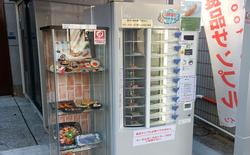 Nhật Bản có cả máy bán mô hình đồ ăn giả tự động, trông ứa nước miếng vì tưởng thức ăn thật