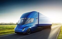 [Video] Xem xe tải Tesla Semi lần đầu lăn bánh trên đường phố