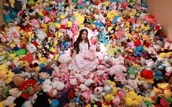 Bỏ hàng trăm triệu chơi gắp thú, cô gái Trung Quốc phải chuyển nhà mới to hơn vì có quá nhiều thú nhồi bông